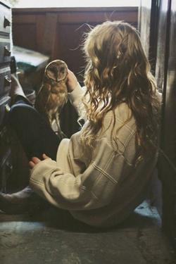 Leur seul désir n'était pas de se résigner, mais de pouvoir arrêter d'espérer. Parce que l'espoir tue plus lentement.