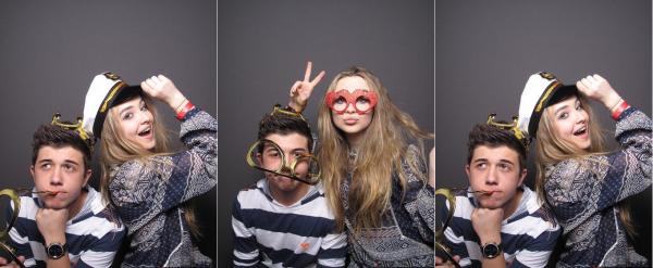 """Sabrina apparaît dans le photobooth de la saison 2 de """"C'est pas moi"""""""