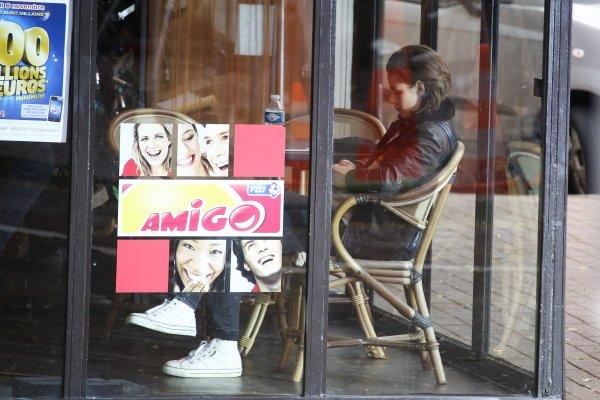 -- Le 3 novembre: Kris a été vu aujourd'hui à Paris pour son tournage, mais dans un bar en mode repos. --