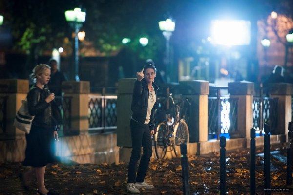 - Le 7 novembre:Notre chère Kris en aurait un peu marre des paparazzi au point de leurs faire un doigt ! Toujours à Paris. -