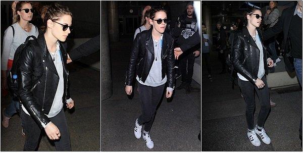 -- Le 16 décembre: Kristen à était vu arrivant à l'aéroport de LAX à Los Angeles   --