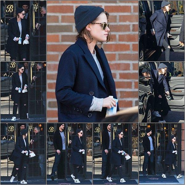 -- 04 Janvier: Kristen Stewart et Nicholas Hoult sont vu quittant The Bowery Hôtel à New York City --