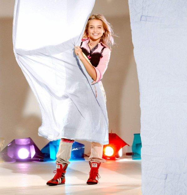 Anniversaire de la sortie du troisième album de Priscilla : Une fille comme moi (03/02/2004)