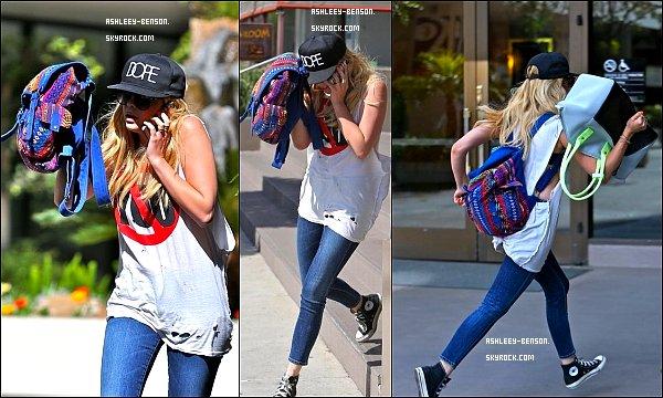 24/04/13 : Ashley a été aperçue fesant du shopping sur le mytique Robertson Boulevard à Los Angeles accompagnée de son amie Haley Pharo . Elles ont été très embêtées par les paparazzi et Ashley s'est mise à courir pour leur échapper.