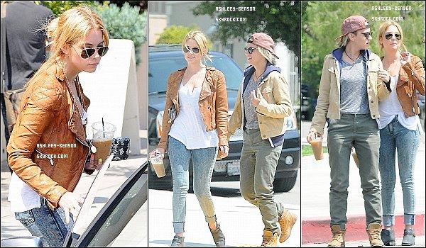 09/05/2013 : Ash'a déjeunéavec une amie chez Toast à West Hollywood et a été vue à la sortie. --- Pour moi c'est un gros top , j'adore sa tenue et pour vous, top , bof ou flop ?