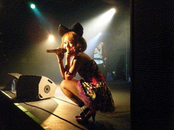 """Aki vs Mizca in taiwan show !  """"Mizca"""" (2010)"""