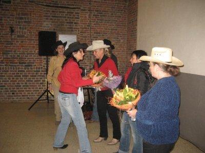 Un petit bouquet offert à chaque membre du comité,