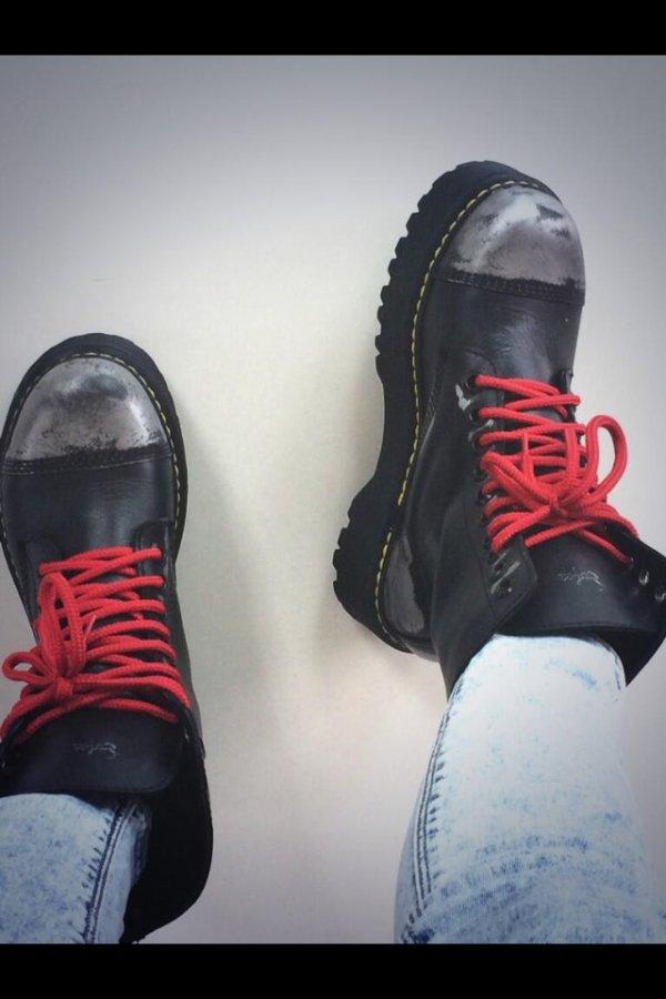 Tini sur Twitter il y a 2 h ! ( trop belle c chaussure non ? )