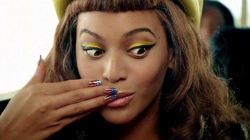 Les starlettes montrent toutes leurs ongles =0!!!