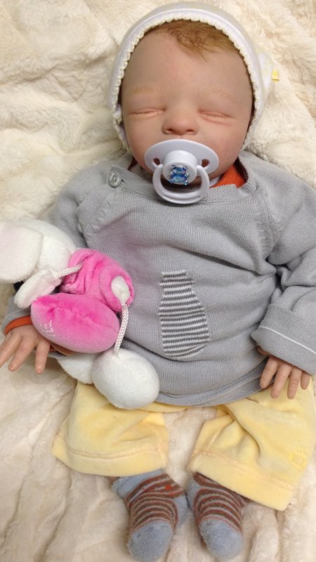 Paul très beau bébé Reborn a adopter , pèse 1,600kg et né le 20 octobre 2013