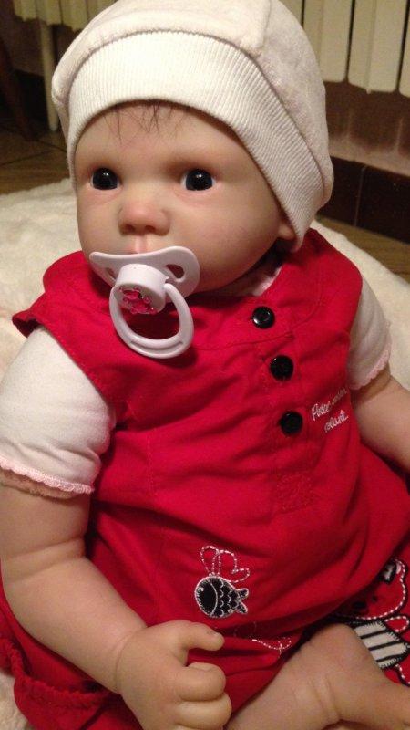 Magnifique bébé Reborn Magali née le 08/11/2013 et pèse 2,100kg pour 50 cm.à été adoptée