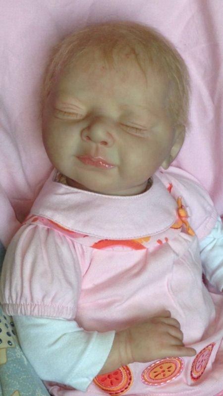 Léa très beau bébé reborn du kit Stéphanie de Phil donnelly née le 24/03/2014 mesure 50 cm et pèse 2,000 kg à été adoptée .