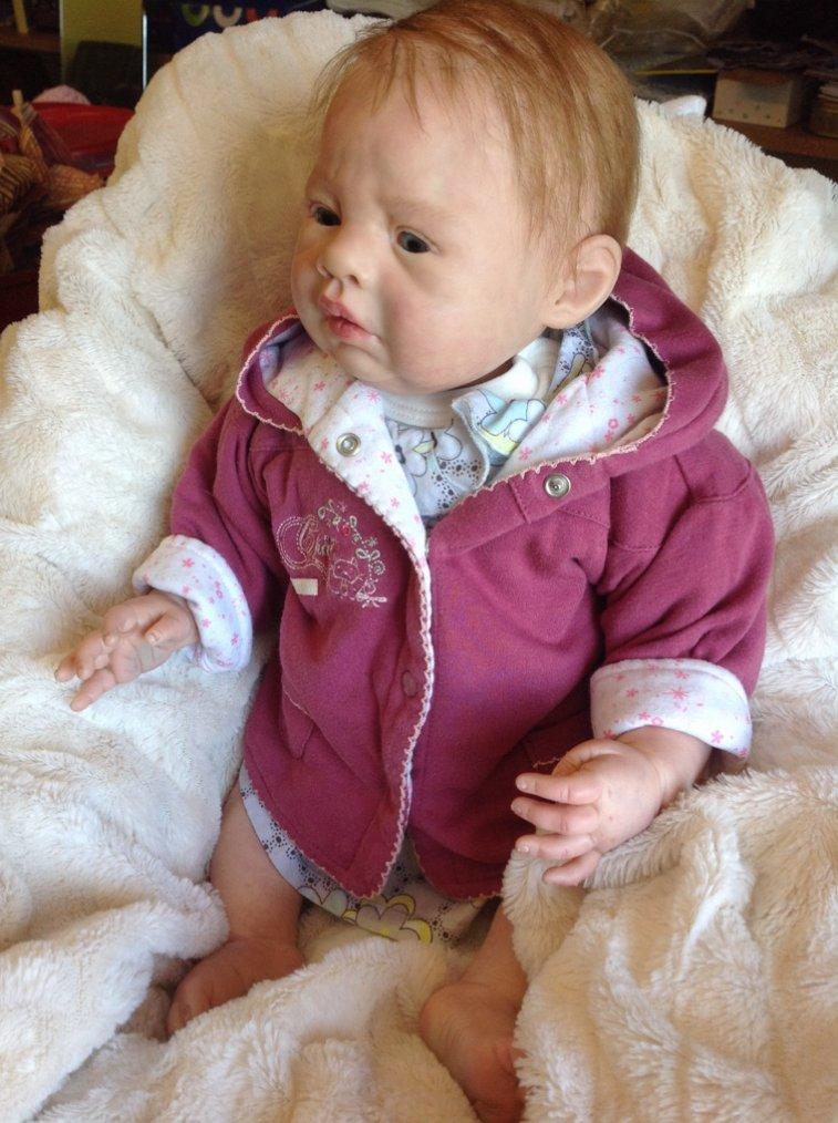 Noémie bebe reborn née le 08/05/2014 pèse 2,000 kg et mesure 50 cm environ .adoptée