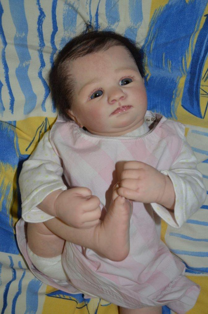 Bébé reborn Céline du kit Savannah de Marissa May née le 18 juillet 2014,mesure 50cm et pèse 1,600 kg cheche maman pour adoption.