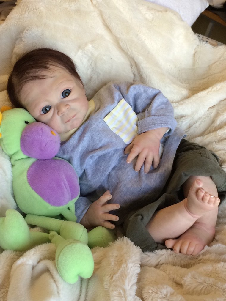 Noah très beau bébé Reborn né le 22 août 2014 pèse 1,800 kg et mesure 50 cm