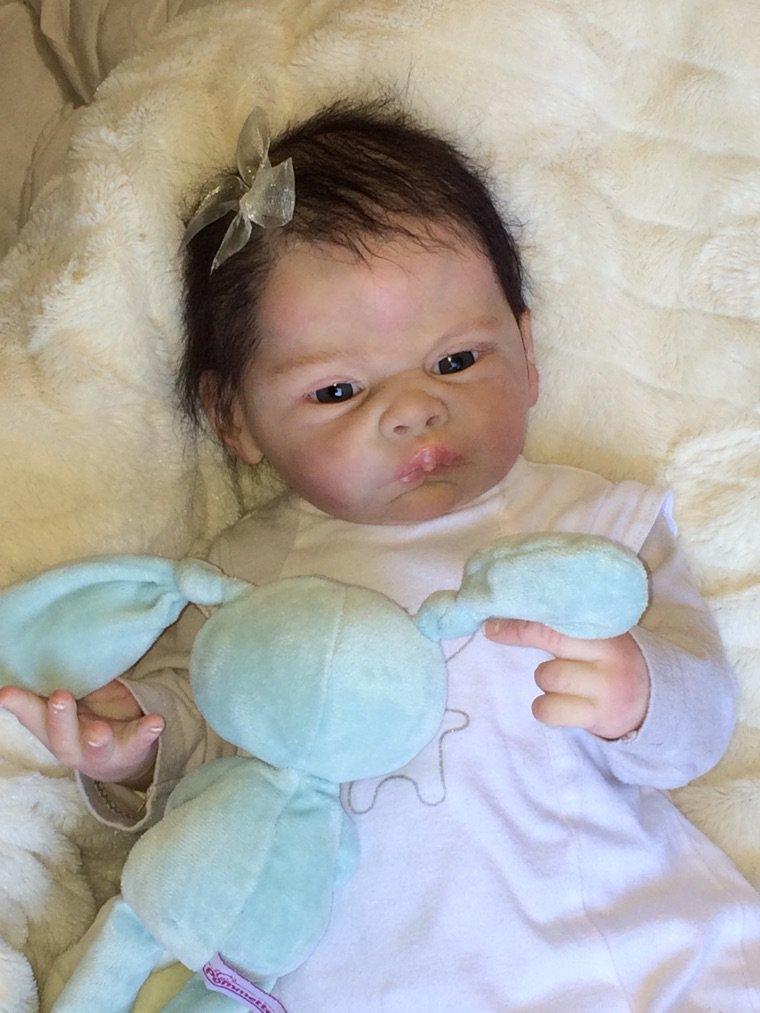 Bébé Reborn Laly née le 16/09/2014 pèse 2,000 kg et me 50 cm