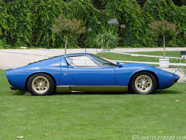 Lamborghini Countach LP400 de 1973 :   Moteur : V12 de 375 ch   Vitesse maxi : 280 km/h