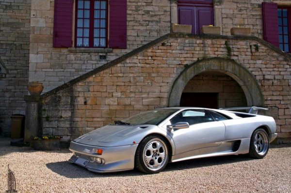 Lamborghini Murciélago de 2002 :     Moteur : V12 de 580 ch Vitesse maxi : 330 km/h