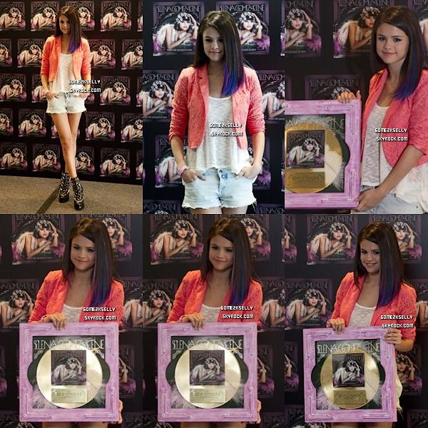 26/01/12 : Selena ses rendu a une conférence de presse :