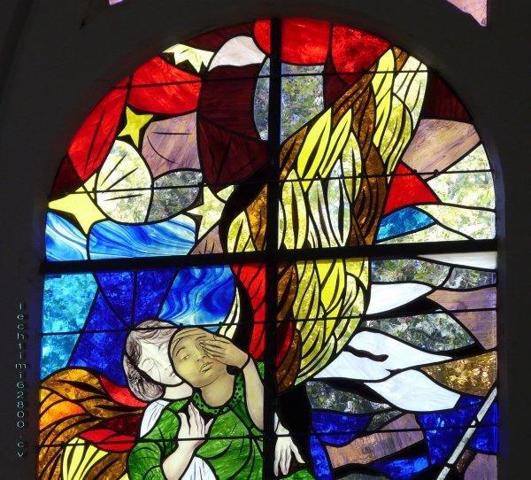 10 - Détail du nouveau vitrail du choeur de l'église St Amé.