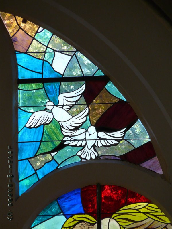 11- Détail du nouveau vitrail du choeur de l'église St Amé.