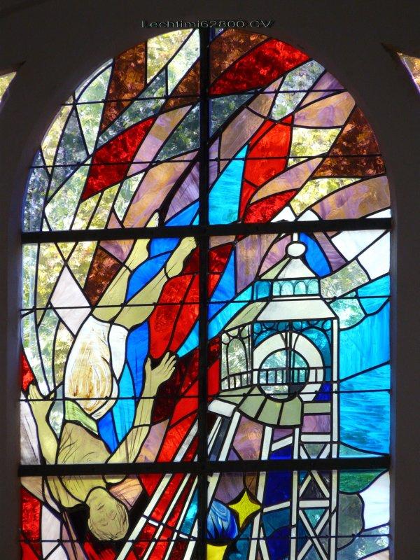 13- Détail du nouveau vitrail du choeur de l'église St Amé.