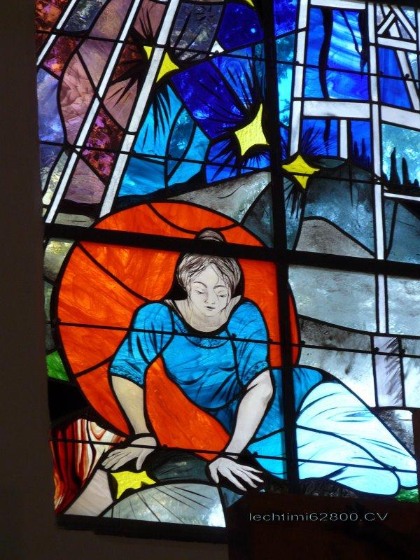 14- Détail du nouveau vitrail du choeur de l'église St Amé.