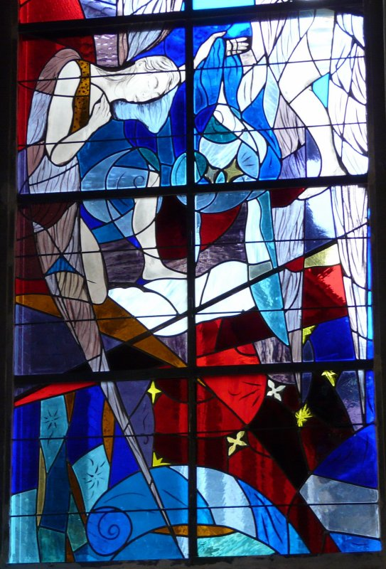 25 - Détail du vitrail de l'avant choeur gauche de l'église St Amé