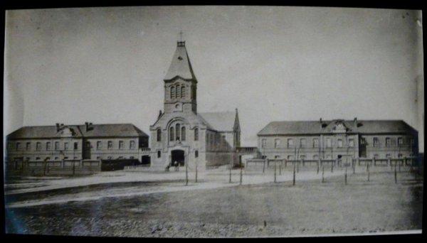 001 -                                             Eglise St Amé  avant 1914, construite en 1875 à lievin
