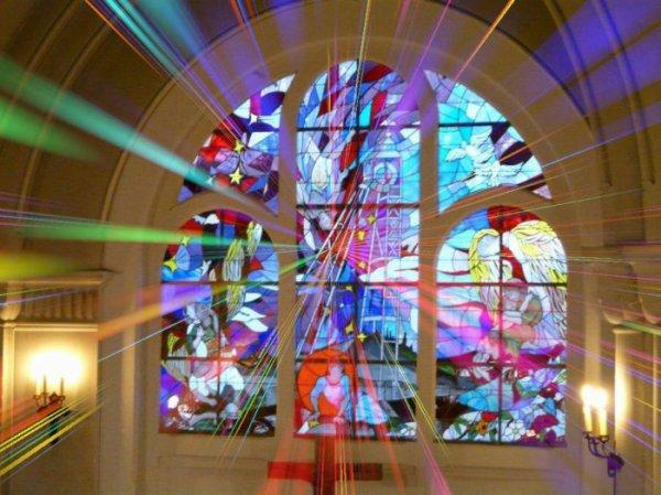 115 - Choeur de l'église St Amé avec son nouveau vitrail en hommage aux 42 mineurs tués lors de la catastrophe du 27 Déc 1974 à la fosse St Amé sis à Liévin.