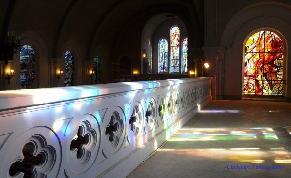 566 - Coloration à souhait avec un soleil radieux sur l'église St Amé -