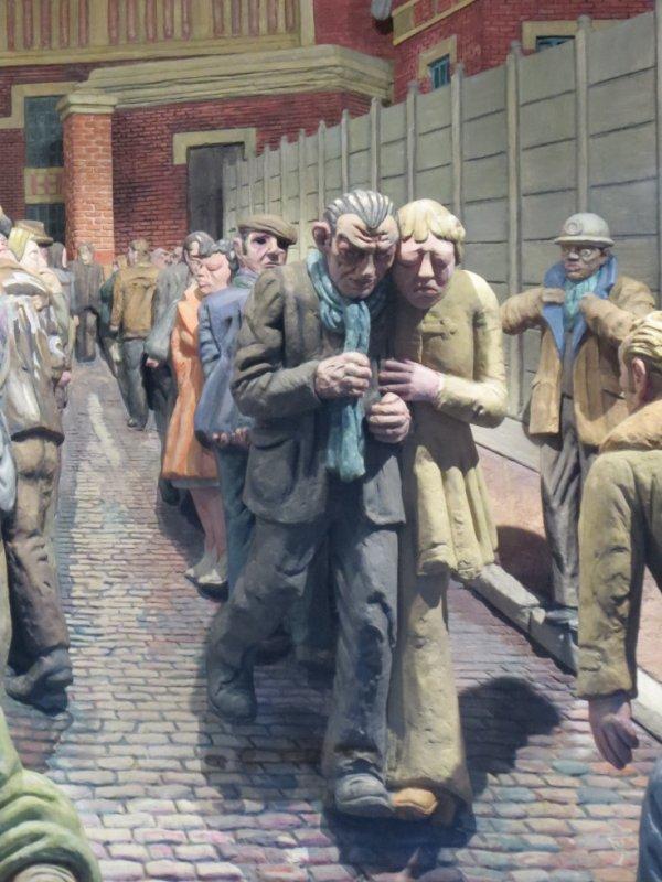 590 - Catastrophe du 27 Déc 1974, les mineurs et leurs familles attristés par le malheur -