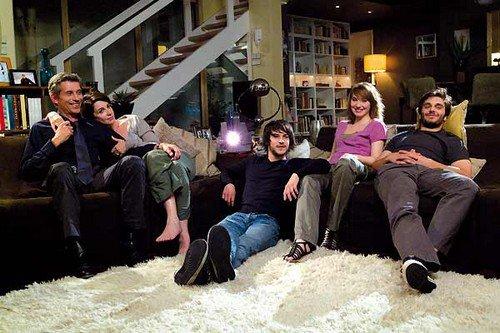 « Une famille, c'est cela : quelques personnes qui s'aiment bien et se le répètent à chaque instant, par de petites attentions, des taquineries, une voix tendre... ♥ » - Jacqueline Dupuy -
