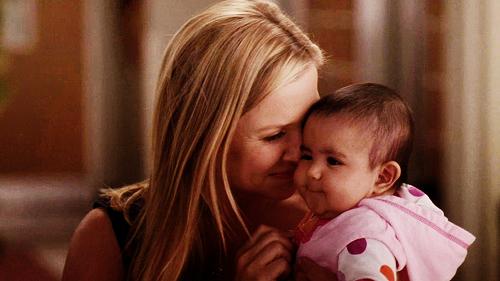 « L'amour d'une mère pour son enfant ne connaît ni loi, ni pitié, ni limite. Il pourrait anéantir impitoyablement tout ce qui se trouve en travers de son chemin. ♥ » - Agatha Christie -