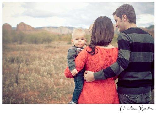 « Je te l'ai dit, aucun parent ne vit la vie de ses enfants à leur place mais cela ne nous empêche pas de nous inquiéter et de souffrir chaque fois que vous êtes malheureux. ♥ » - Marc Levy -