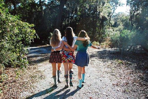 « Les amis : une famille dont on a choisi les membres. ♥ » - Alphonse Karr -
