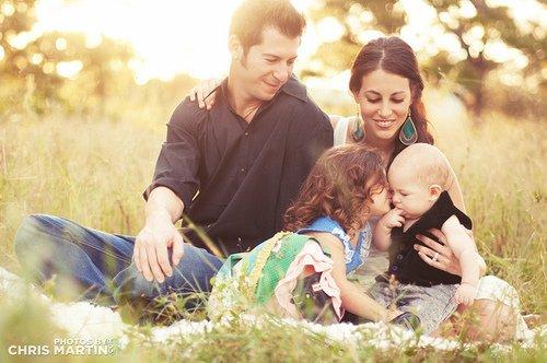 « - Alors pourquoi je suis ton fils ?  - Parce que maman et moi avons fait l'amour et qu'un de mes spermatozoïdes a fécondé un de ses ovules. - Excuse-moi, je vais vomir. ♥ » - Extrêmement loin et incroyablement -