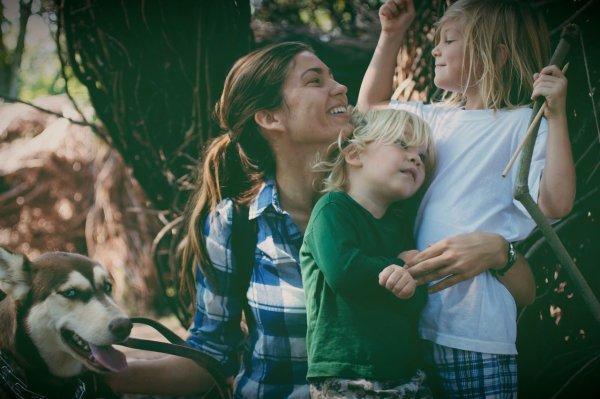 « Ma mère me manque tant que j'ai envie de m'étendre sur le sol pour pleurer. Ma mère n'a pas connu et ne connaîtra jamais mes enfants. Ma mère ne saura jamais quel homme je suis devenu. Moi, son fils. ♥ » - Tatiana De Rosnay -