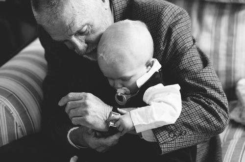 « Être grand-père ne m'ennuie pas du tout. Ce qui m'ennuie c'est d'être marié à une grand-mère. ♥ » - Groucho Marx -