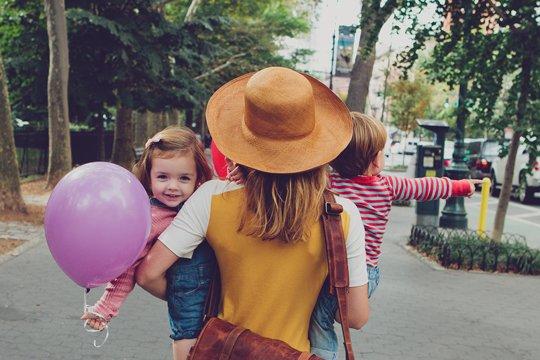 La famille et les amis proches sont la source de bonheur la plus importante qu'on puisse avoir.
