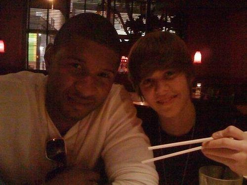 LoveBieberPhotos 672   ( Justin et Usher.  ;D )
