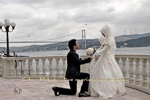 Ne demande pas à une femme en posant un genou à terre, de t'épouser un beau jour, mais pose les deux au sol et demande à Allah de faire en sorte qu'elle soit tienne pour toujours <3  je pense  à toi  mon petite princess <3