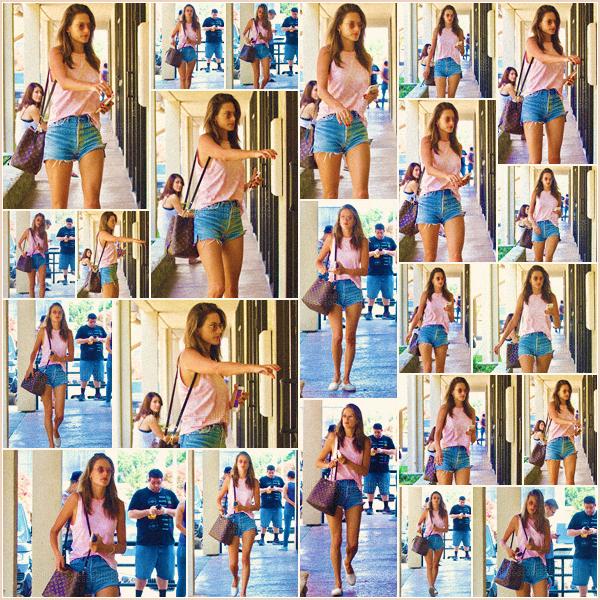 -─ 05/08/17-' : Alessandra Ambrosio à été photographiée allant passer une journée dans un spa dans - « Los Angeles » !  Encore une sortie pour notre plus grand plaisir, Alessandra ne s'arrête plus en ce moment. Au niveau de la tenue c'est assez simple mais ça reste un TOP.