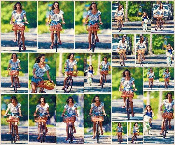 -─ 09/08/17-' : Alessandra Ambrosio à été photographiée en train de faire du vélo avec sa fille Anja dans « Los Angeles »  Petite sortie pour notre mannequin en compagnie de sa fille, changement de tenue pour cette deuxième sortie de la journée c'est pour ma part un - TOP.