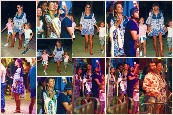 -─ 03/09/17-' : Alessandra Ambrosio à été photographiée avec sa famille lors de la soirée « Chili Cook » dans ▬ Malibu !  Enfin une sortie de notre mannequin avec toute sa petite famille en train de profiter d'une belle soirée, niveau tenue j'aime beaucoup la robe d'Ale - TOP