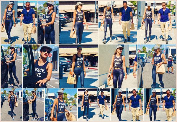-─ 06/09/17-' : Alessandra Ambrosio à été photographiée dans les rues de « Los Angeles » sortant de ▬ Cafe Gratitude !  Notre mannequin été accompagnée d'un ami lors de cette sortie pour manger. Niveau tenue c'est une tenue de sport assez simple et basique - un TOP ..