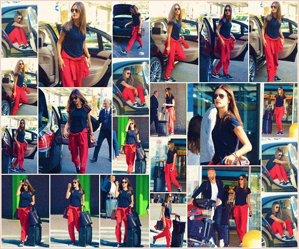 -─ 19/09/17-' : Alessandra Ambrosio à été photographiée en arrivant dans « Milan » lors de la Fashion Week en ▬ Italie.  Alessandra quitte Londres après avoir défilé pour rejoindre Milan et préparer les défilés ou elle est attendue, niveau tenue c'est une tenue d'avion - TOP !