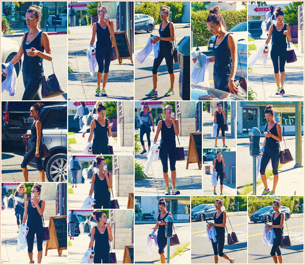 -─ 25/09/17-' : Alessandra Ambrosio à été photographiée allant à son cours de gym dans « Brentwood » après les défilés  De retour chez elle Alessandra reprend le sport après avoir fêté l'anniversaire de son fiancé. Niveau tenue c'est une tenue de sport très simple - un TOP !