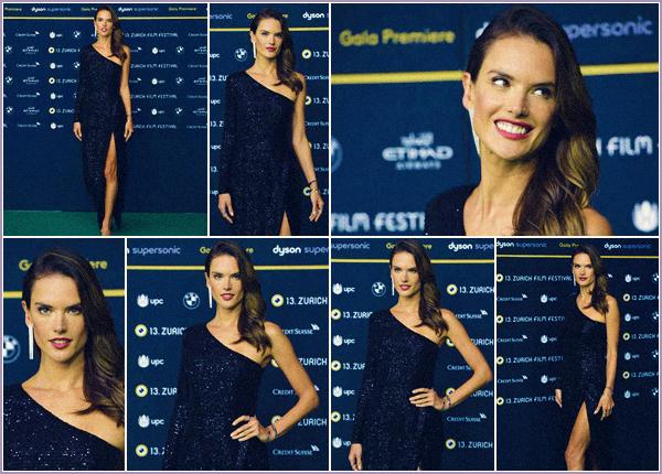-─ 30/09/17-' : Alessandra Ambrosio à été photographiée lors du festival ▬ « 13th Zurich Film » pour ▬ Dyson Premiere.  C'est une Alessandra plus que parfaite que l'on retrouve encore une fois sur un tapis rouge. Je trouve la tenue vraiment jolie c'est un beau - TOP mérité.