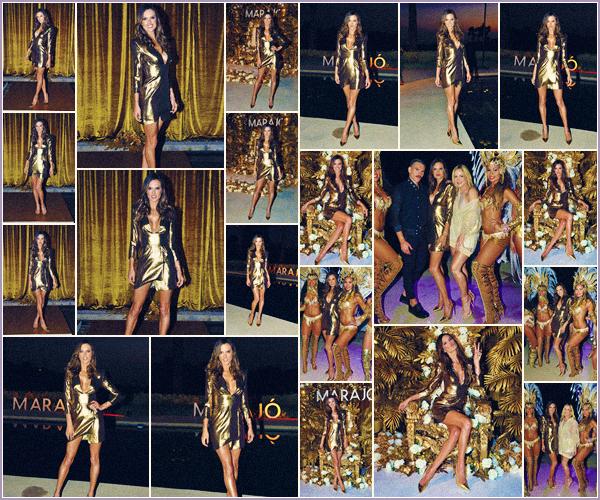 -─ 13/10/17-' : Alessandra Ambrosio à été photographiée lors de la soirée de lancement de ▬ « Marajo Haircare » à L-A.  Notre magnifique Alessandra porte une robe de couleur or. Je suis vraiment contente de voir Ale prendre la pose sur un tapis rouge c'est un beau - TOP !